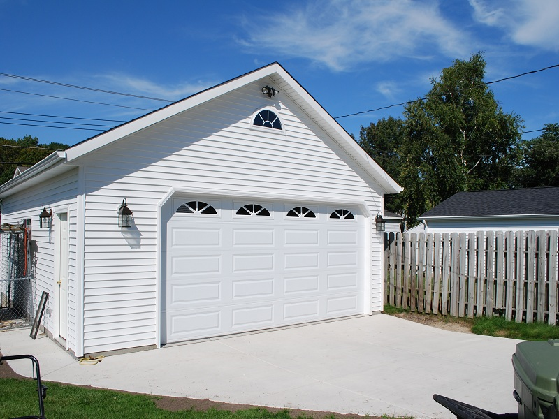 2 car garages classic builders for Two and a half car garage