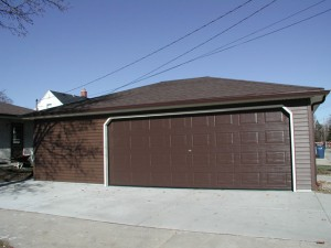 15. Front view of 30' x 24' Hip garage.